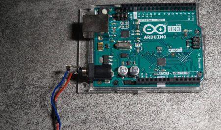 Carte Arduino UNO SMD utilisée pour l'éclairage d'un destroyer stellaire impérial Star Wars.