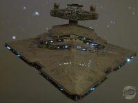 Destroyer stellaire impérial. Vue avant, fond étoilé.