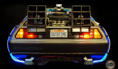 DeLorean Eaglemoss - Rear view